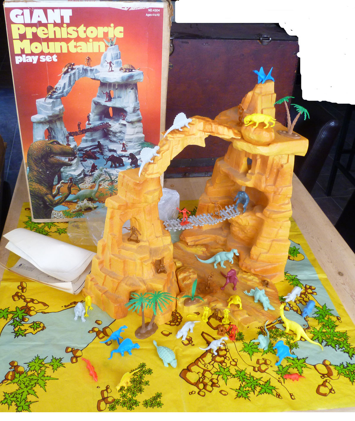 Marx Toys Playsets 2 Warps To Neptune Page 3