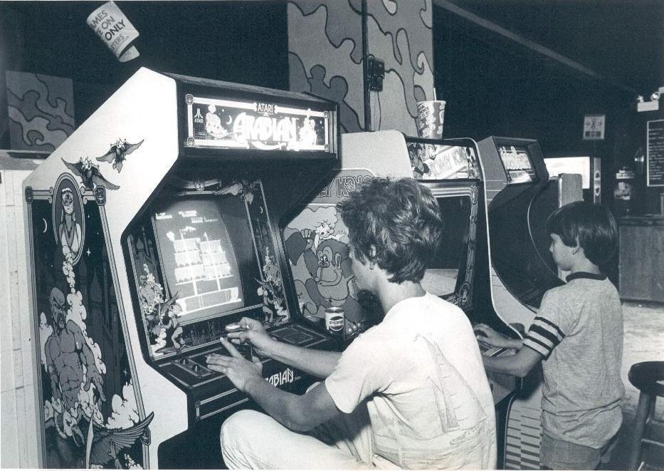 [Nostalgie] Vos photos d'époque ! - Page 2 Arcade-st-petersburg-times-1983