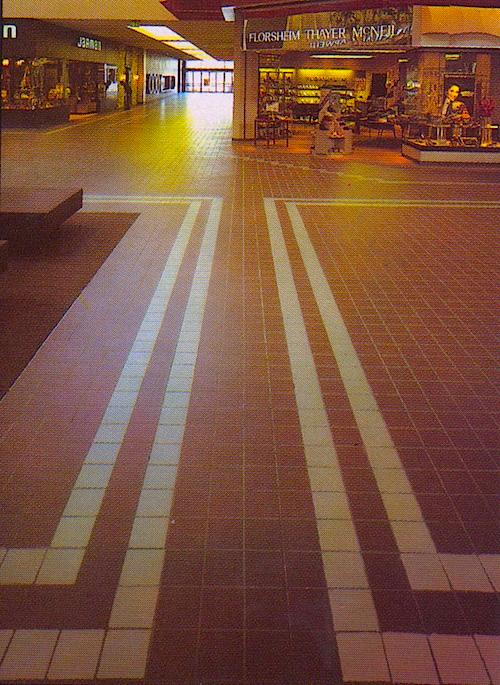 Mall 1985-8