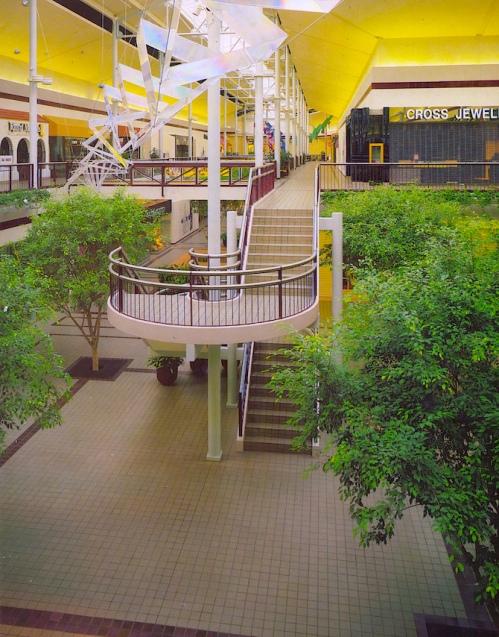 Mall 1985-3